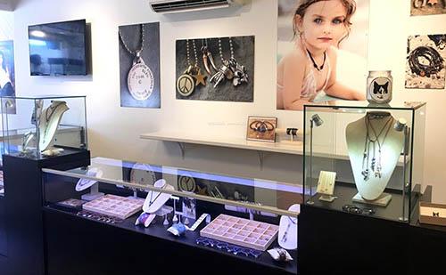 各类小饰品店面装修设计效果图和介绍
