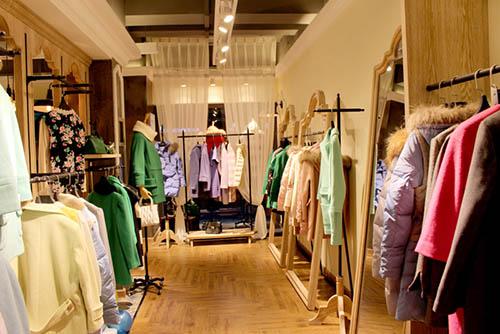 20平米的服装店装修,衣服店小门面怎么装修