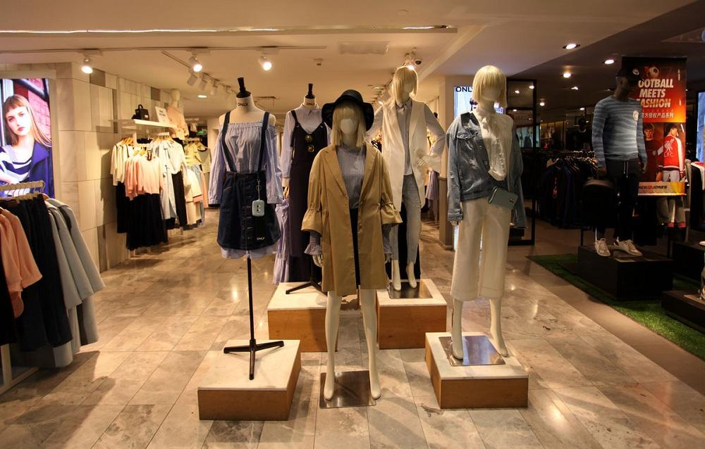 小服装店橱窗设计,小服装店橱窗怎么设计
